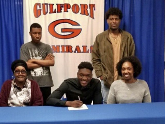 Jytireus Smith! signed a LOI with Pearl River CC.
