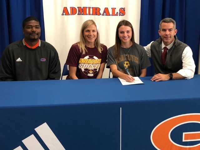 Bailey Smith  signs with Pearl River Community College