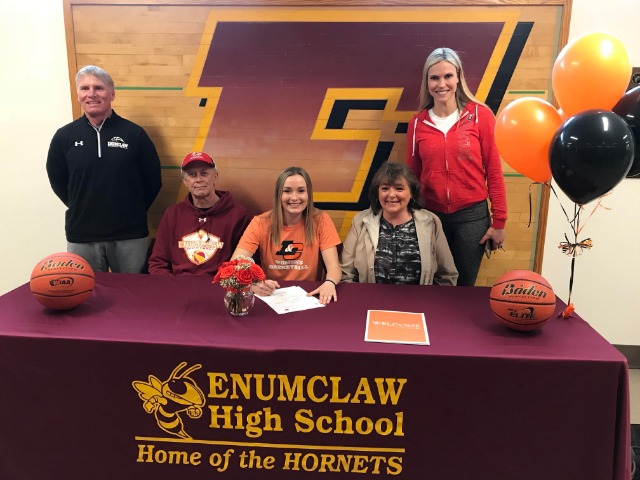 Jessica Cerne signs to play basketball at Lewis and Clark College