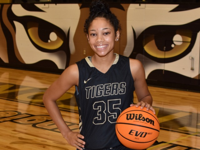 roster photo for Jada Brown