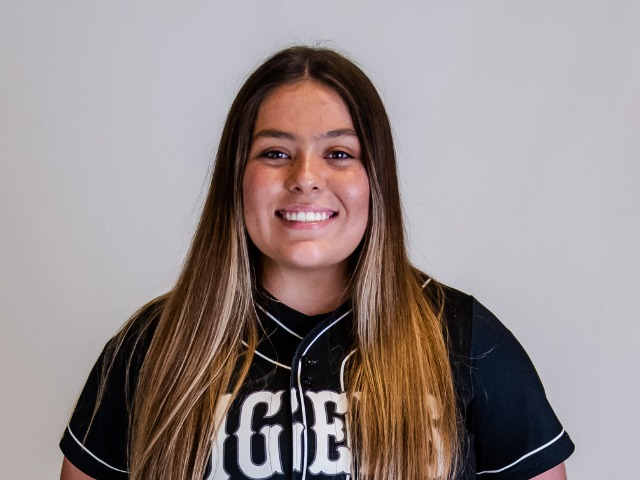 roster photo for Emma Mayes