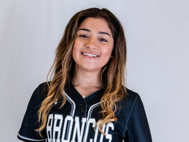 roster photo for Izabella Martinez