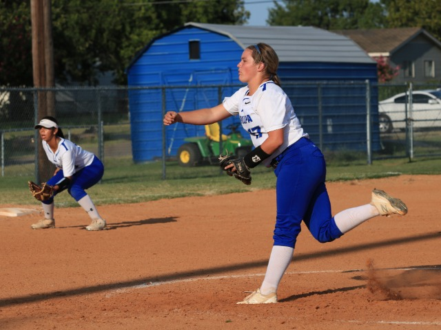Girls Varsity Fast-Pitch Softball Gallery Images