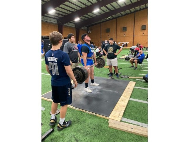 Boys Varsity Powerlifting gallery