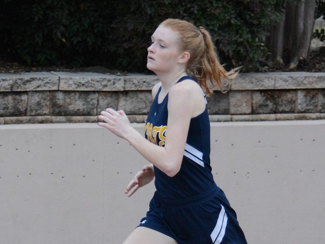 2019 Dual Meet - Junior Captain Gracyn Applegate - 800 M Run