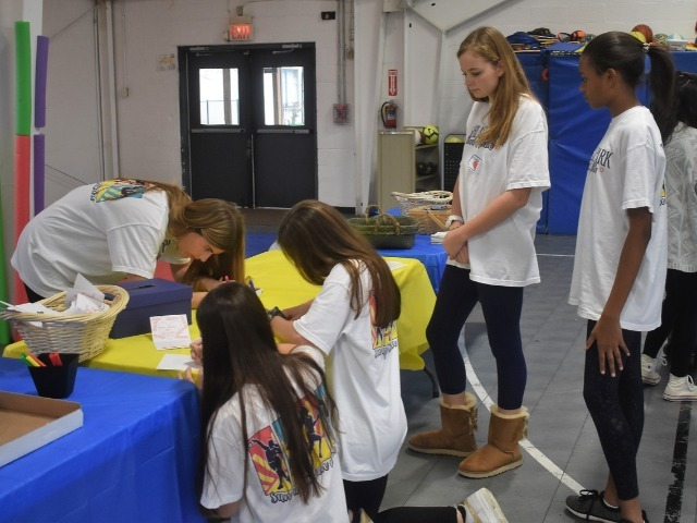 2019 Community Service Project - Voice of Hope - Sophomores Kendall Ferguson, Sophia Oliai, and Izzy Blaylock and Freshmen Francie Pierce and Alex Jack making cards.