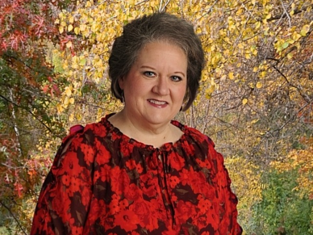 staff photo of Cindy Stinnett
