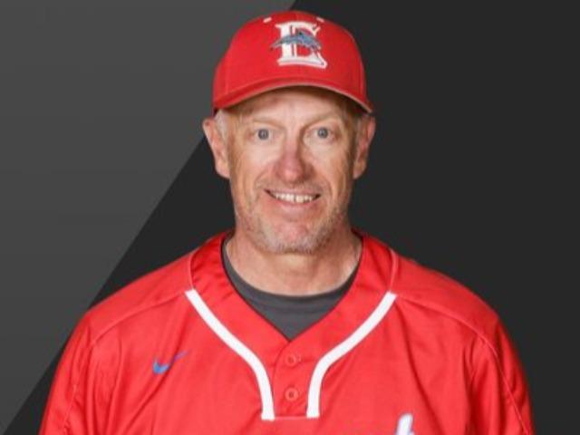 staff photo of Darren Hoff